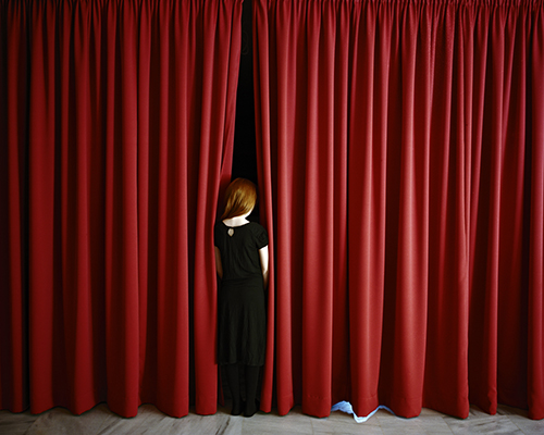 5_Anni Leppälä, Red curtains, 2008