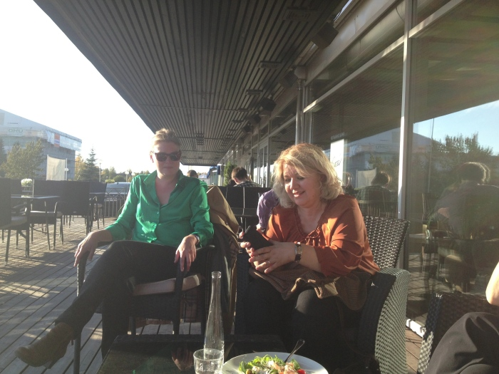 Images direktør Beate cegielska i samtale med den finske fotograf Sara Ahde