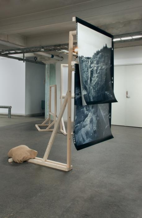 Going One Way, 2013, C-prints, pinewood, sack, [180 x 104 x 100 cm]